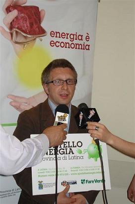 """All'assemblea pubblica """"S.O.S. LAVORO"""" Massimo De Maio, rappresentante nazionale del movimento decrescita felice."""